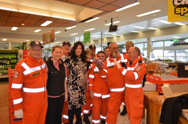 Cup Cake Morning 2015 – SES volunteers, Woolworths Ass Manager & Professor S. Caroline Taylor AM
